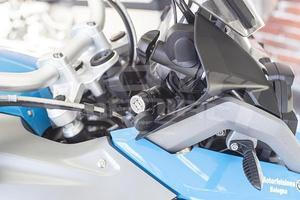 CellularLine Interphone 2xUSB adaptér pro motocyklové 12 V zásuvky, 2A - 5